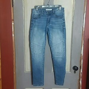 Nature Skinny Jeans Distressed Faded Knee Texture